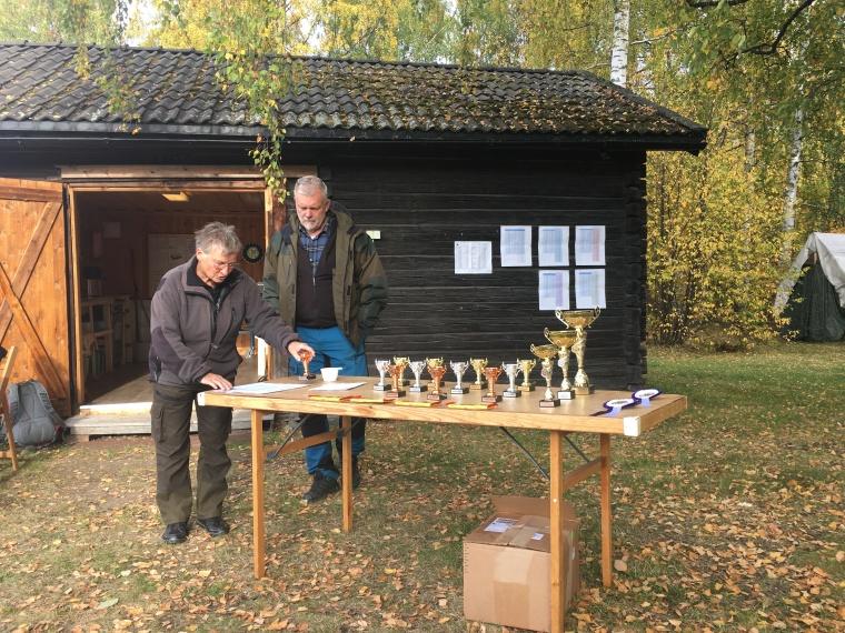 Dags för prisutdelning på söndag, Siw Rüden och Michael Hedman.