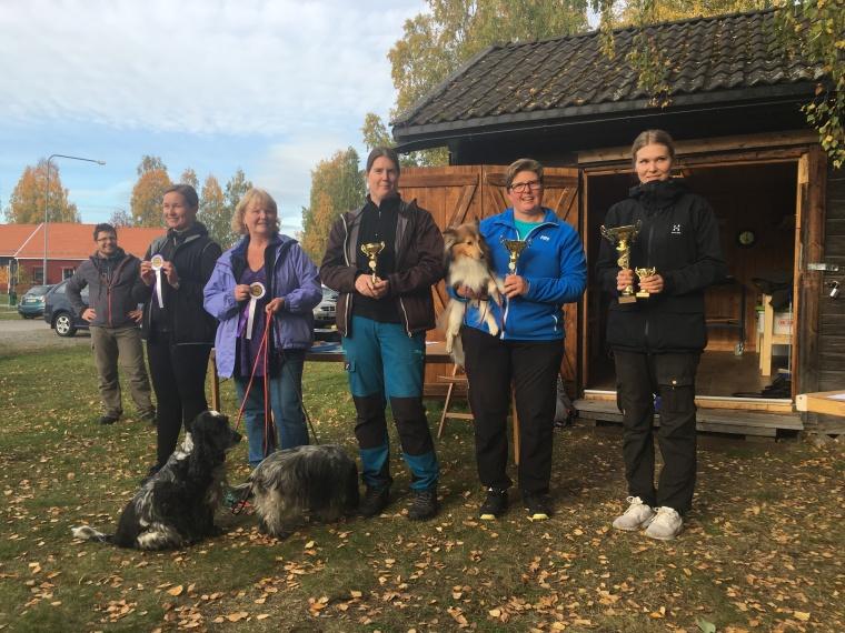 Totalvinnarna på söndagen. Från vänster femma Pia Jokivirta, fyra Lena Lindgren, trea Ulrika Ahlsén, tvåa Benita Edström och segrare Caroline Strömberg.